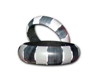 Wood bangle, grey and black bangle / Bracelet en bois, bracelet gris et noir