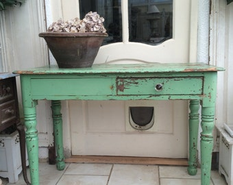 French chippy paint table