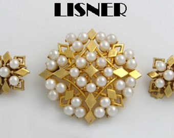 Vintage Lisner Simulated Pearl Gold Tone Pin & Earrings Set