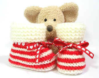 Red and ivory handknitted baby booties, newborn to 3 months by Tricotmuse©