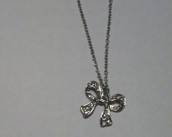 Vintage silver chip crusted bow necklace with 18 inch adjustable  chain and claw clasp vintage jewelry