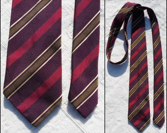 "Vtg red green stripe tie Tergal polyester red green gold stripe neck tie size 2.5"" wide 54"" long"