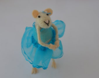 Needle felted mouse ballerina, Felted mouse ballerina, needle felting, needlefelt, handmade,  sheep wool, felted sculpture