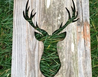 Up cycle pallet deer wall decor.