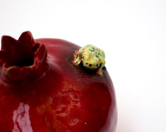 Ceramic Pomegranate Decor With Frog, Pomegranate decor with frog, pomegranate vase, red pomegranate, frog