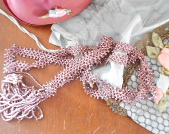 Beautiful 1920's Flapper Rose Pink Metallic Beaded Rope Necklace