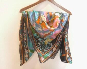 Great vintage scarf, 100% silk, floral prints