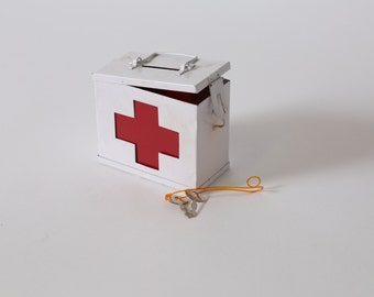 Vintage Red Cross First Aid Tin