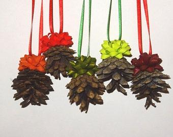 Pine cone christmas decors. Set of 5. Christmastree decors. Rustic decor.  Christmas home decoration. Mixed color bows. Christmas ornament.