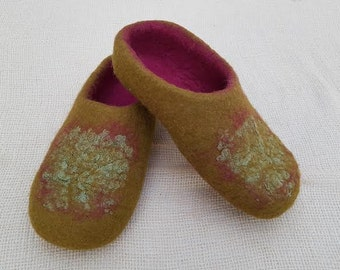 Felted warm slippers