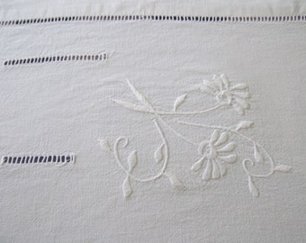 French linen metis sheet,embroidered, French vintage, French decor – Drap en lin metis, avec broderie