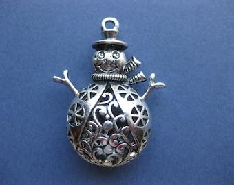 Snowman Charms - Snowman Pendants - Snowman - Winter Charm - Antique Silver - 4.5cm x 3.5cm -- (No.147-10210)