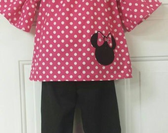Minnie mouse outfit /Ruffle capri / Disney outfit / Custom Boutique clothing / Girls clothing / Boutique clothing / Minnie applique