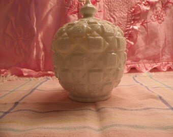 Westmoreland Milk Glass Candy Dish With Lid Old Quilt Pattern