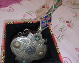 Beautiful Berber gourd decorated with beautiful azure and pink stones