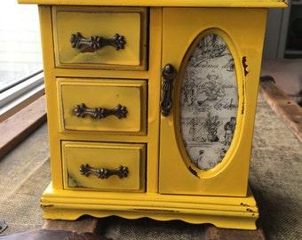 Vintage distressed jewlery box