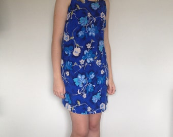 blue 90s floral shift dress
