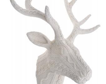 Deer head on the wall creme