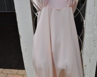 Clearance Item 40% off*******Vintage 1950s Light Pink Nylon Full Slip with Lace Trim