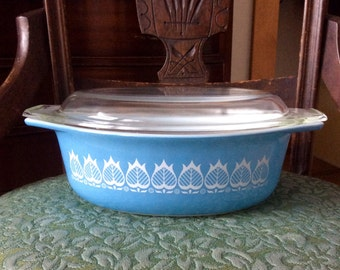 Vintage 1960s Pyrex Blue Tulip 043 Oval Casserole with Lid- 1 1/2 Quart Oval Casserole White Flowers on Blue Promotional Pyrex Casserole