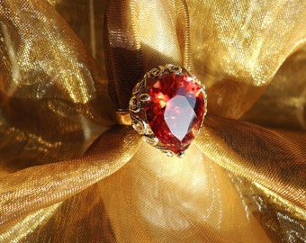 Red Faceted Glass Pear Shape Silvertone Ring Size 8.75