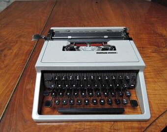 Olivetti Dora manual typewriter