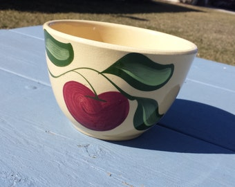 Lovely Apple Pattern Watt Ware 40 Ounce Mixing Bowl Kitchen Deco