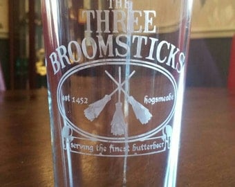 Harry Potter and 'Three Broomsticks' pint glass