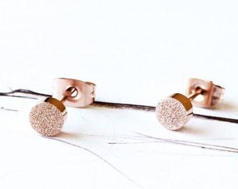 Matt Kreis Ohrstecker Ohrringe 18K Rose Gold Ohrstecker Matt Mini einfachen alltäglichen Ohrring Valentinstag Hochzeit Braut Brautjungfer ideales Geschenk