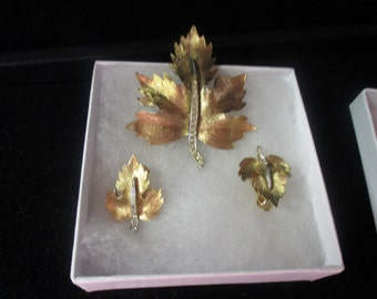 Vintage gold tone leaf pin and earring set