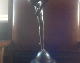 Dancing artdeco girl