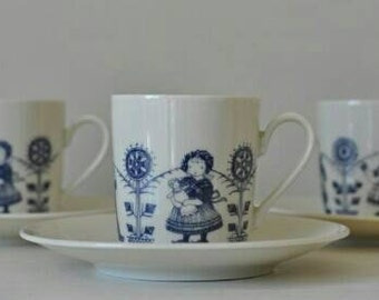 Set of 4 lovely Coffee Cups and Saucers '80