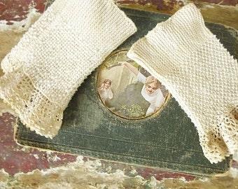 Antique Wristwarmers, fingerless gloves, victorian...CHARMANT!