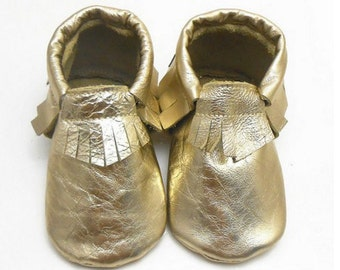 Adorable Canada Genuine Leather Baby Gold Moccasins. Soft baby shoes, trendy baby, toddler shoes, crib shoes, baby mocs canadian