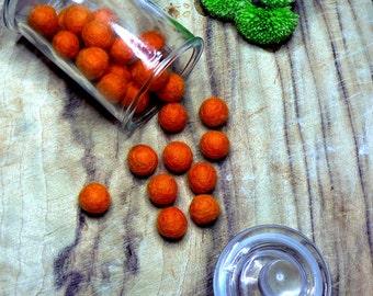10 x Orange 1cm Felt balls