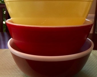Pyrex Large Nesting Bowl