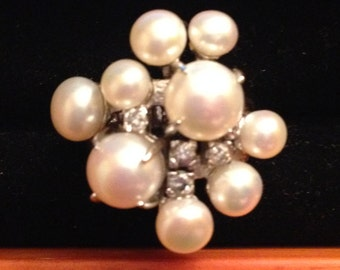 Beautiful pearl and sterling silver ring size 6