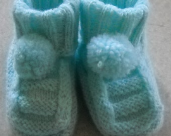 Legged babies, turquoise with pompon, to keep feet of your children and grandchildren-children warm ..