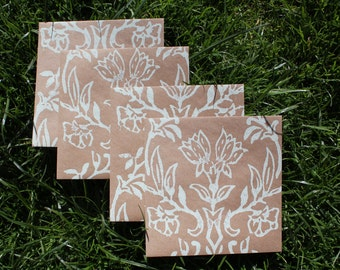 50 patterned Kraft 130mm square envelopes, choice of colours. Eco-friendly recycled 110gsm paper. Wedding invites, thank yous natural rustic