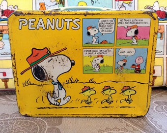 Snoopy lunch box, vintage Charlie Brown lunch box, the peanuts lunch box, 1960 tin lunch box.