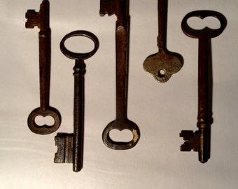 Lot of 9 vintage skeleton keys steampunk jewellery supplies