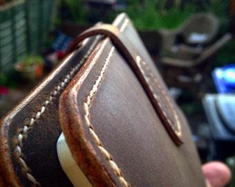 The Reisende traveller's journal. Handmade A5 leather moleskine journal cover.