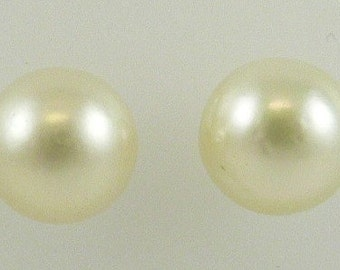 South Sea White Pearl Stud Earring 9.5mm & 9.7mm 14k Yellow Gold