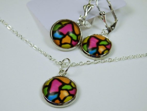 Jewelry set: Pair of earrings and necklace with pendant on silver colored links necklace colorful pattern colored mosaic pink, green, orange, blue