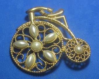 VINTAGE Antique Brooch with White jewels
