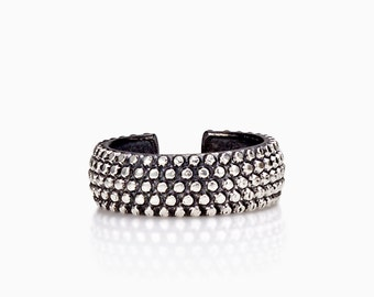 DOTTED BAND RING