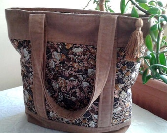 Completely closed Tote with zipper bag