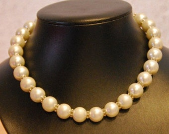 Necklace pearls, made of vintage pearls