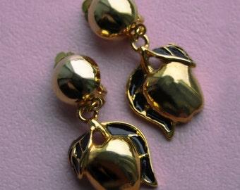 Vintage apple goldtone earrings. Clip on earrings. Apples. Fruits. Enamel earrings. Cute earrings. Vintage Jewellery.