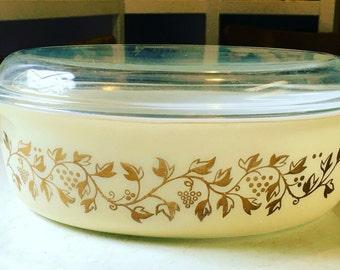 Vintage Pyrex Casserole Dish & Lid